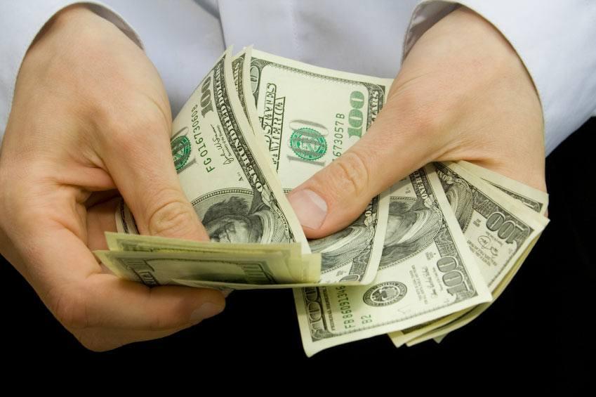 Alasan mengapa orang enggan meminjamkan uang