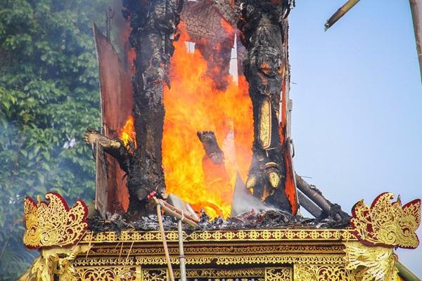 Tradisi Ngaben Bagi Umat Hindu di Bali